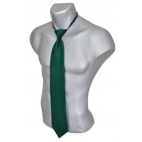 Safety cravat with elastic band